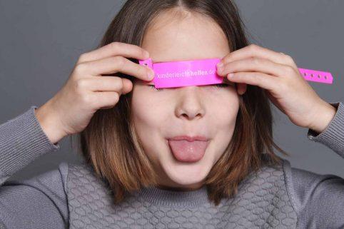 """Kindermodel von """"Keolas Kids"""" mit """"kinderleicht helfen"""" Armband"""